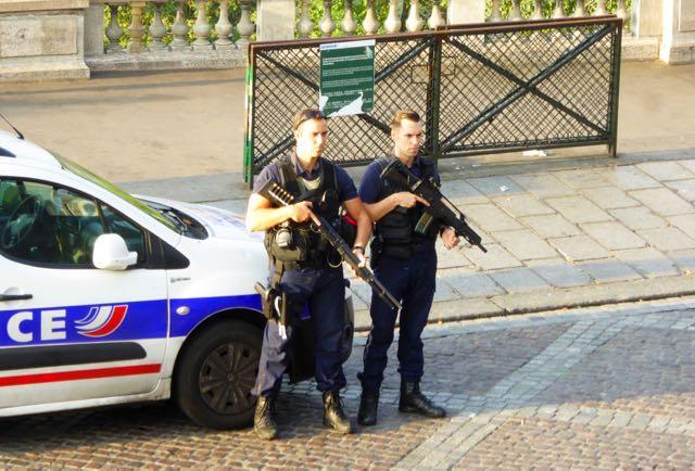 恐袭后的巴黎还安全吗?