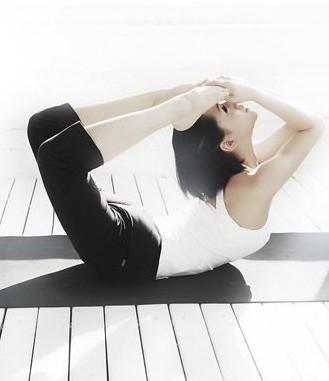 """瘦腰瑜伽 打造""""小腰精"""""""