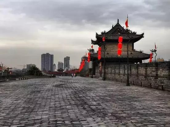 来西安,你一定要感受城墙根下世俗的烟火气息!