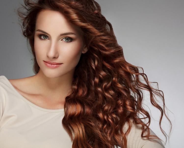 大部分女性脱发是什么原因引起的,女的严重脱发是什么原因