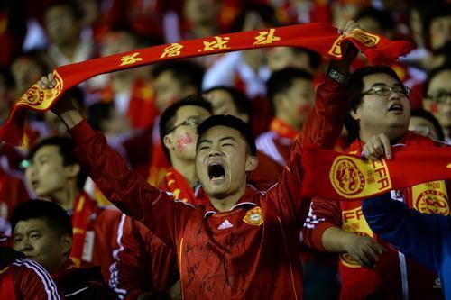 韩国怕了!3万球迷攻陷首尔体育场,韩媒惊慌失措