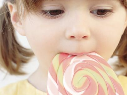 宝宝吃糖多,损害的可不仅仅是牙齿