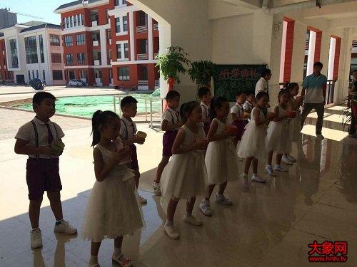 开封市第二小学v小学小学西年级举行入学师范习题语文六校区阅读仪式图片