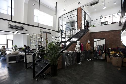 小型创意办公室推荐-loft风格装修设计效果图图片
