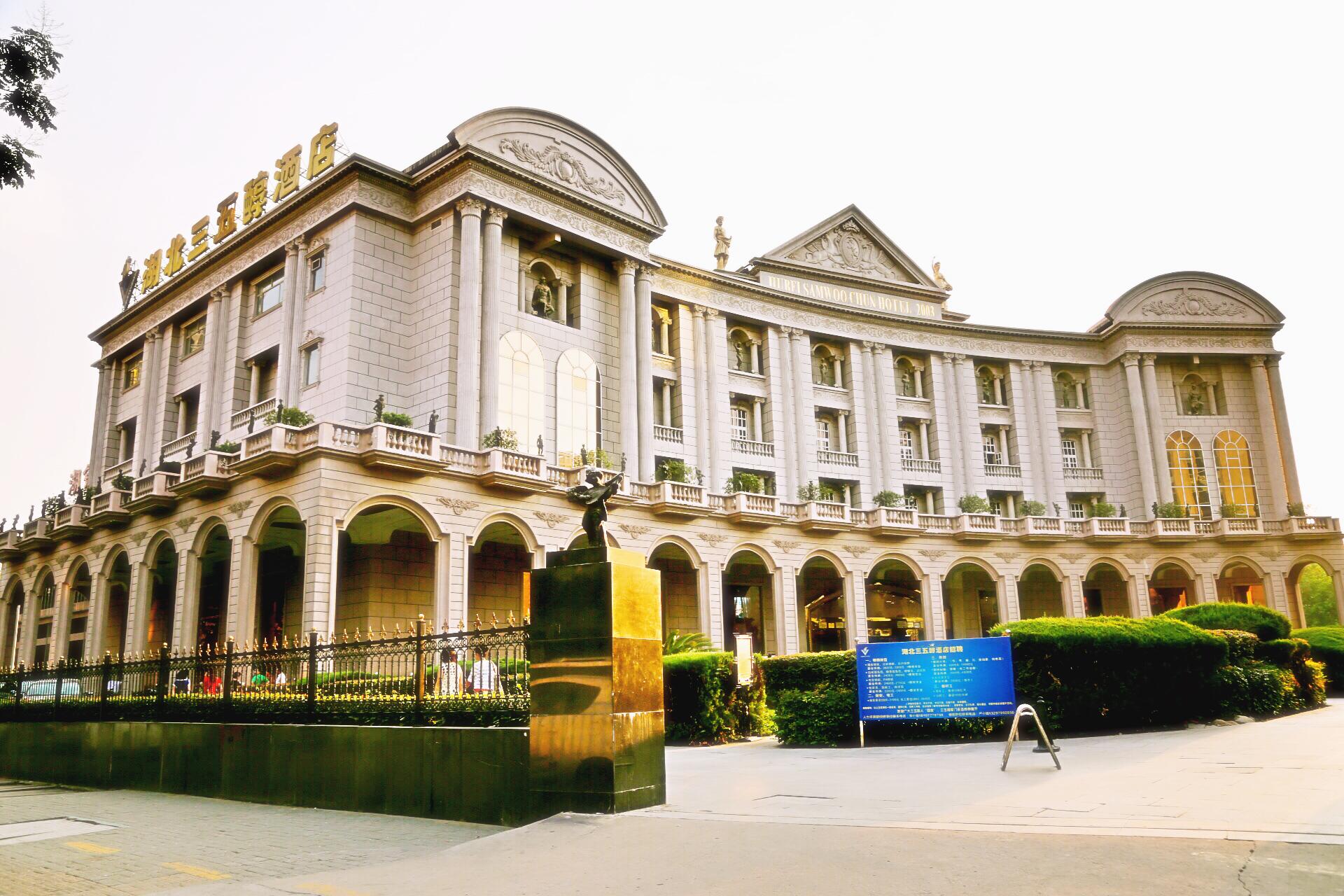 2001年再度大手笔将企业升级为欧洲花园酒店,目前欧式建筑风格,观景大图片