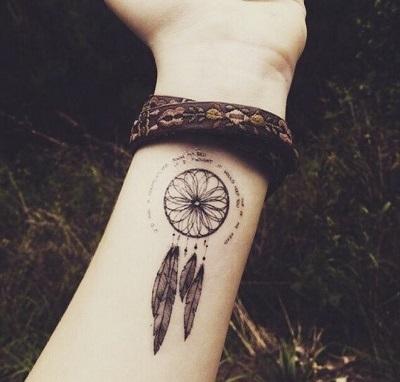随着纹身文化在美洲的流行,捕梦网被做成纹身,这样便可以随身携带.