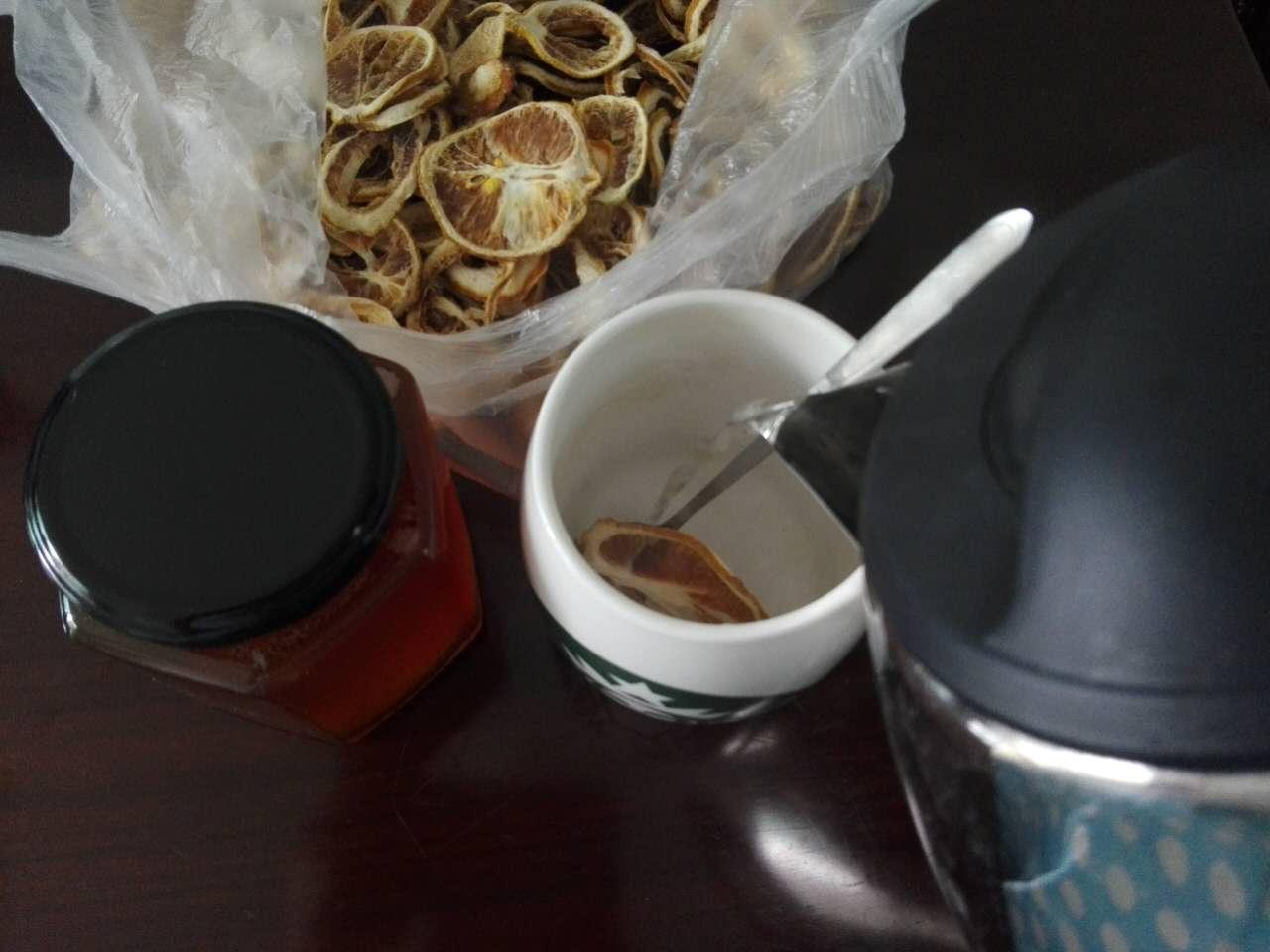 柠檬水加蜂蜜 柠檬水加蜂蜜有什么功效 - 养生常识 - 民福康...