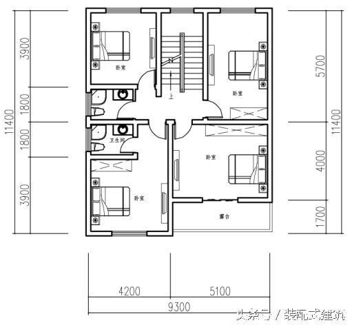 屋顶平面图:   立面图展示:   这套三层农村别墅占地9x11米,占地面积110.03平方米,首层结构设有堂屋,卧室,摆放农具的农具间(也可改造成储藏室),厨房与