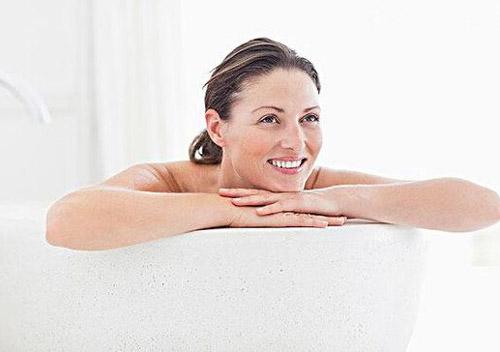 女人夏天洗冷水澡好吗