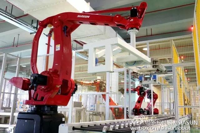 另类黑工厂:工业机器人工作甚至不用开灯-搜