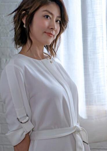 陈慧琳穿睡裙出镜与老公恋爱16年情史曝光