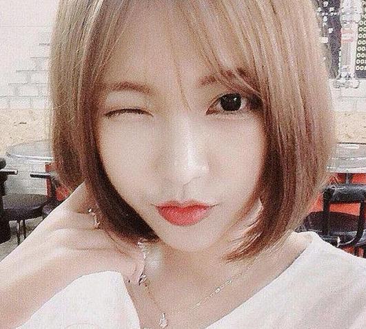 短发波波头是现在最受女生欢迎的发型之一,加上刘海的bobo看起来更有图片