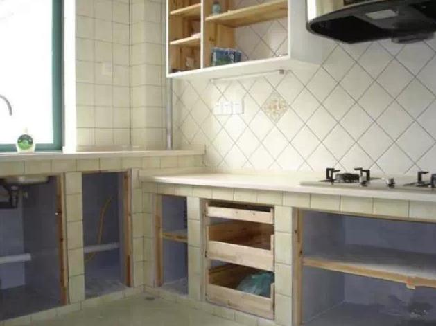 自己用砖头给自己家砌一个厨房的灶台
