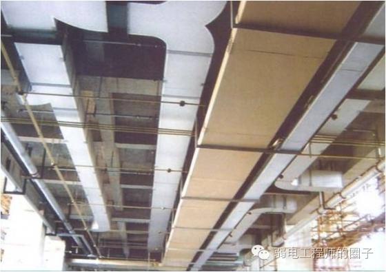 吊顶内风管,水管,桥架,线管排布横平竖直,上下错落有致.