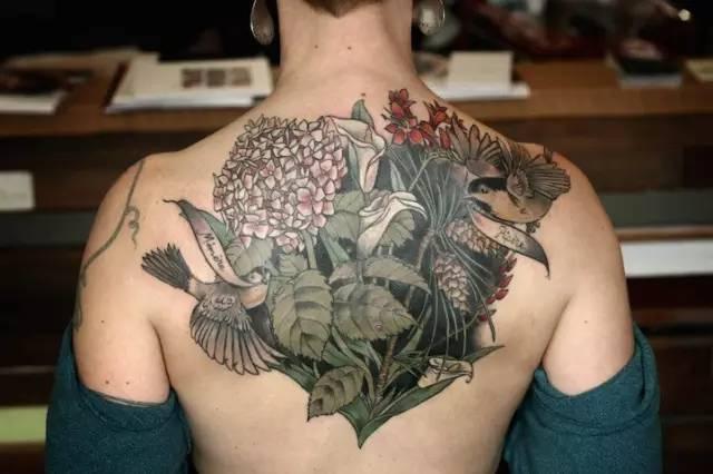 精美的植物纹身