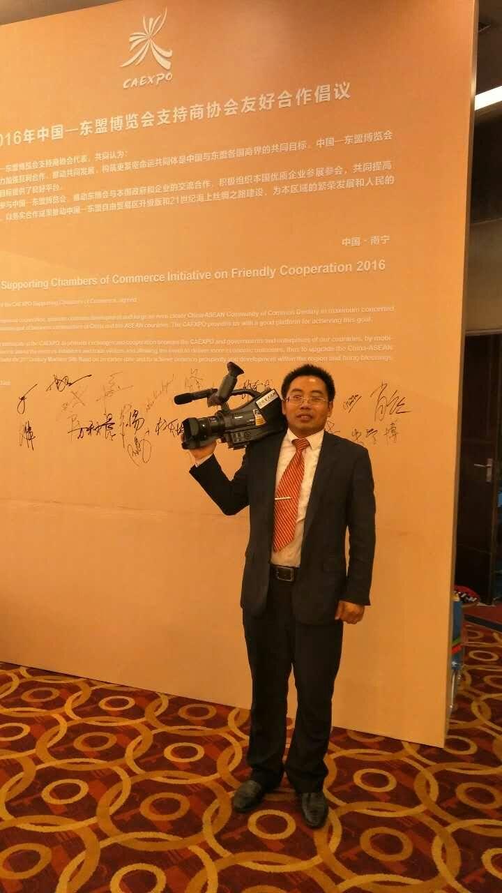 泰国前副总理,泰中友好协会会长功·塔帕郎西