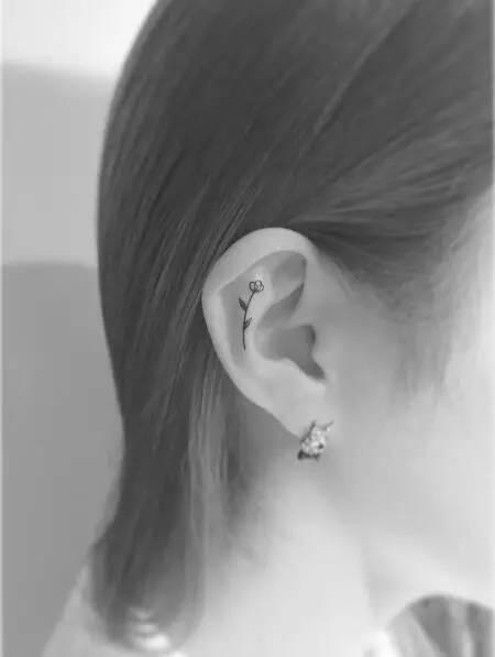耳朵内 耳朵内也是最近开始受到欢迎的纹身部位,让你的耳朵