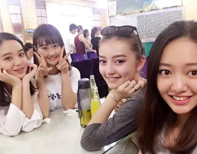 最近是北京电影学院新生报到的日子,各个院系的宿舍表也曝光了.