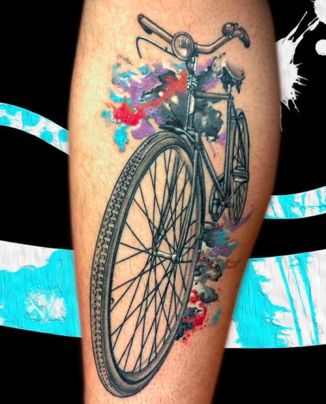 正文  对喜欢骑行的人来说 可以把心爱的自行车纹在身上 自行车纹身有
