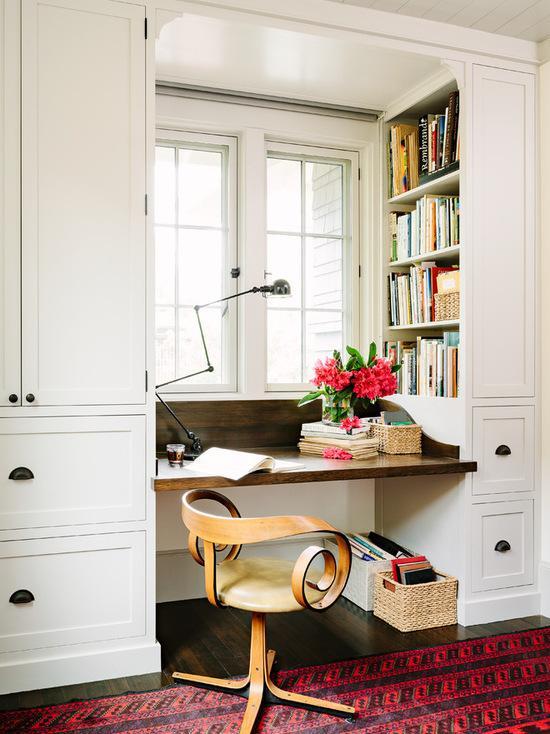 房产 正文  在布置上,小户型书房可采用整体书柜书桌,这样会让空间
