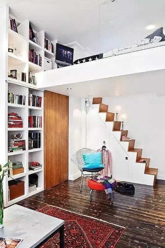 利用床下的空间打造出一个新的衣帽间来,再也不用担心小户型没位置了图片