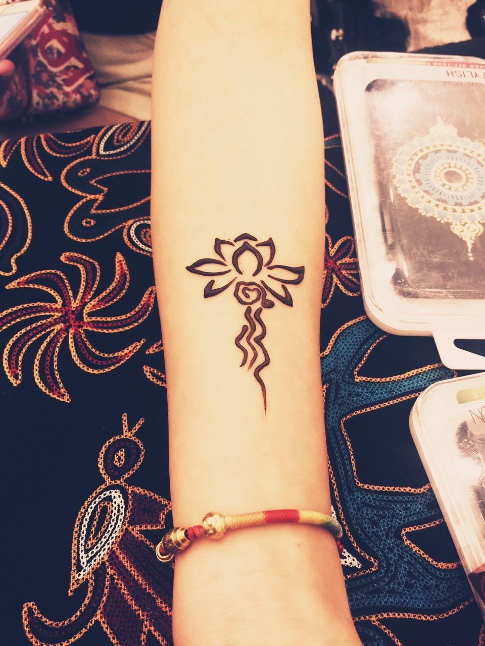 snake&henna印度海娜手绘纹身,坚持采用进口纯植物染膏,纯