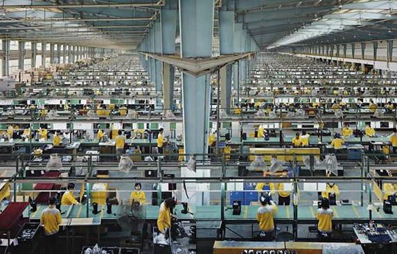 有庞大的农业劳动力要向第二和第三产业转移,需要大力发展制造业,印度