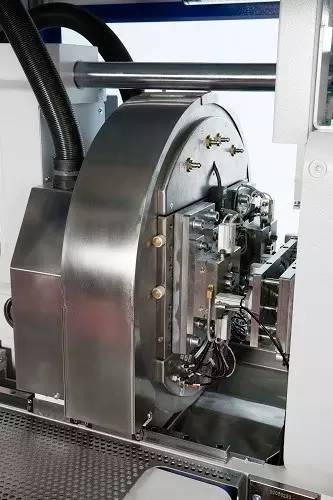 该机器配备了一个集成的摄像系统,以及一台威猛w8vs4 scara机械手图片