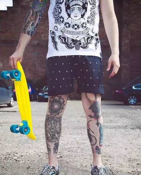 没有麒麟臂 那就来个小腿纹身吧