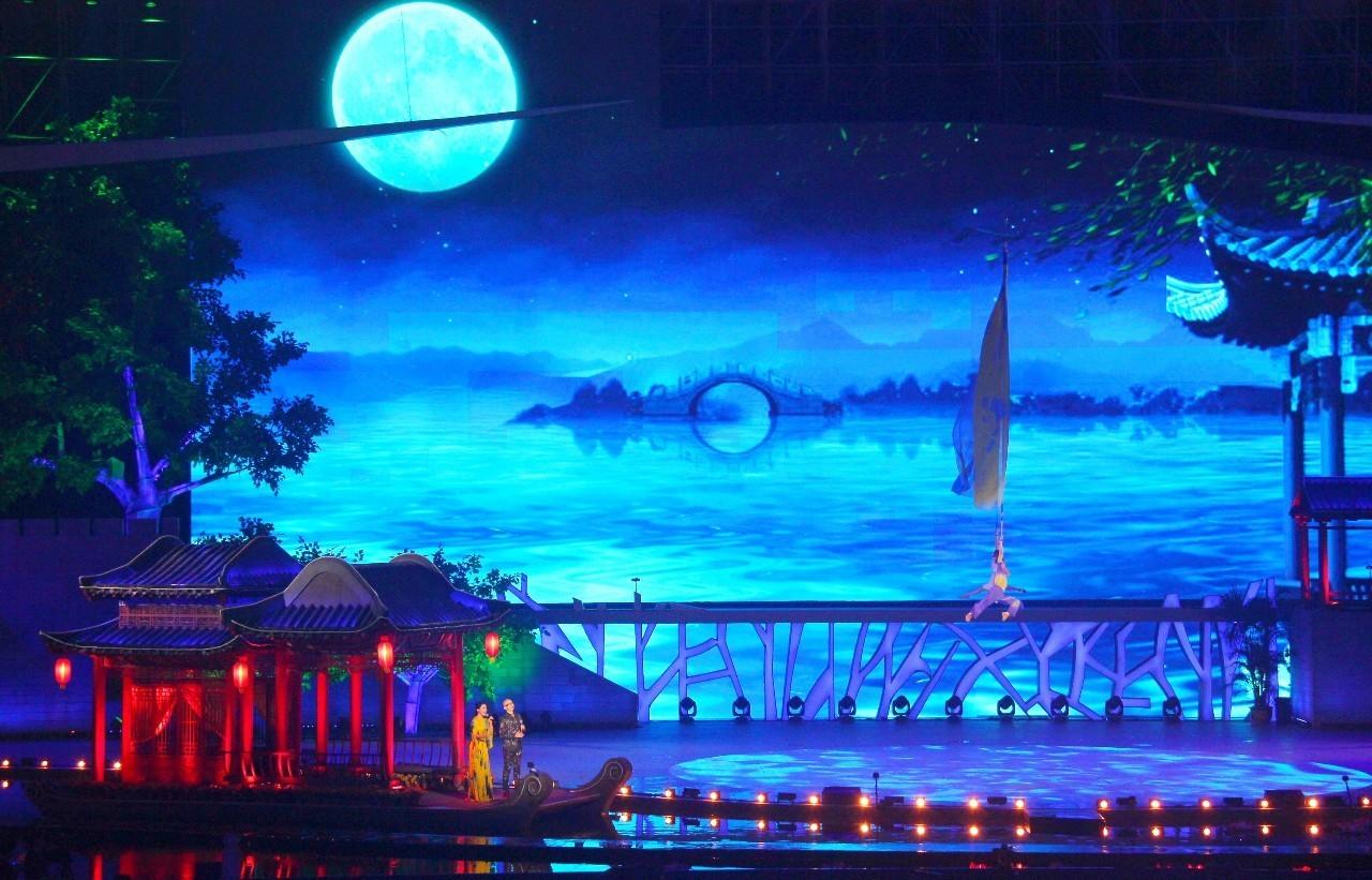 歌曲《逆战》 演唱:张杰-中秋夜 西安美哭了全世界