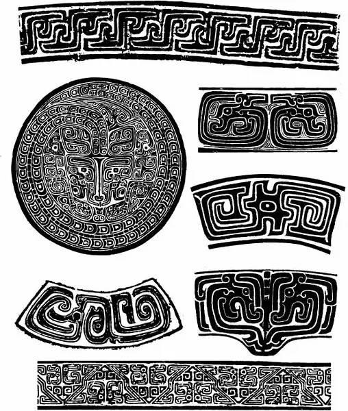 自宋代以来的著录中,在青铜器上,凡是表现一足的类似爬虫的物像,都称之为夔或夔龙,这与古籍夔一足的记载有关。夔,神也,如龙一足。有的夔纹已发展为几何图形化的装饰,变化很大。常见的有身作两岐,或身作对角线,两端各有一夔首。盛行于商和西周前期。 夔龙纹通常指那种长身弓起,头上有角的侧面龙形图像,有的腹下有鳍形足,有的没有。其变化很多,使用灵活。有时作饕餮纹两旁填充空白的辅助花纹。也可单独构成连续排列的装饰带,夔龙纹与圆涡纹相间排列的二方连续图案,被称为火龙纹。
