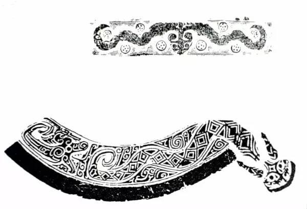4、蛟龙纹是青铜器上的装饰纹样之一。是两条或两条以上龙的躯干相互交缠的纹饰。结构多有不同,有单体接连式,龙的躯干有规律的向同一方向交缠连接的,也有甚多的龙体交缠在一起,成多叠式的。诸侯画蛟龙,一象其升朝,一象其下复也是蛟龙为龙交缠的图像。盛行于春秋晚期至战国早期。