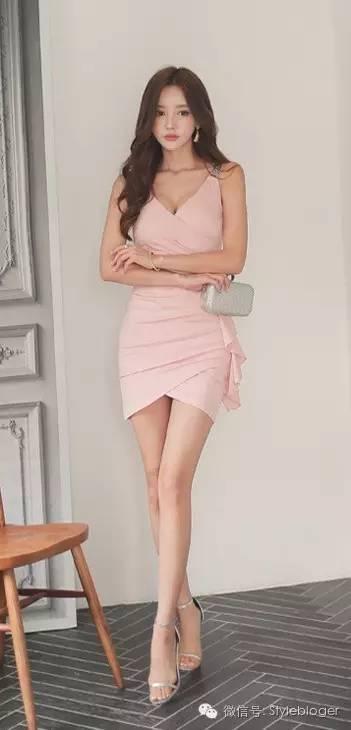 孙允珠 性感粉色连衣裙图片