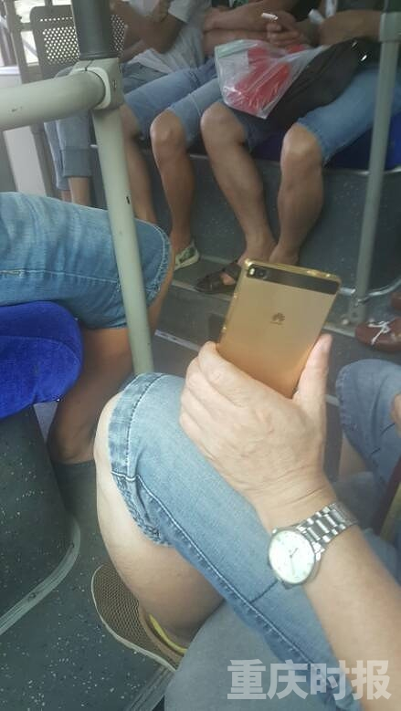 重庆轨道1号线上男子露下体吓坏女乘客