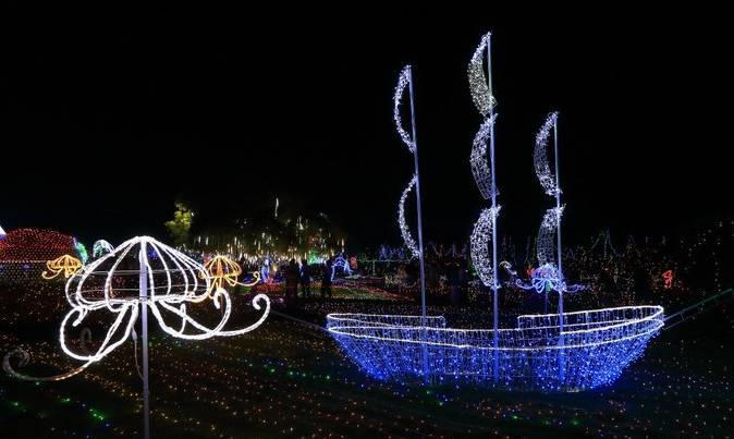 【实拍】3000万盏led灯点亮绚烂的夜晚,国际梦幻歌舞灯光节尽在八桂图片
