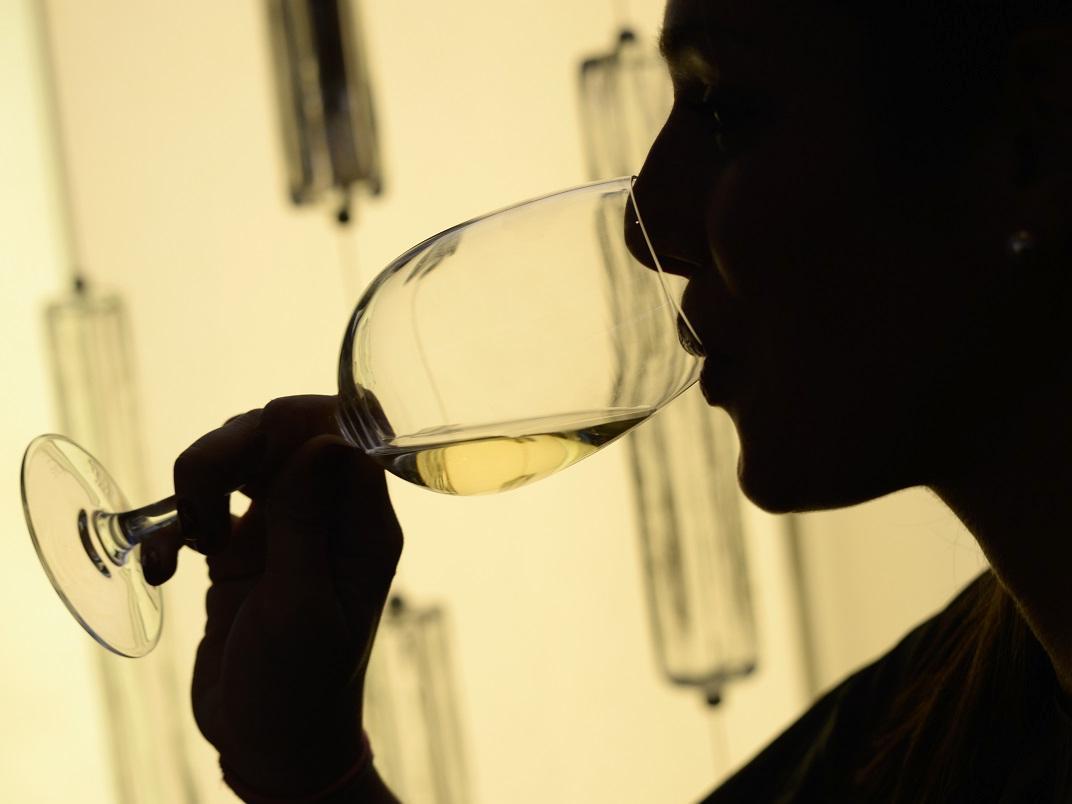 一个人喝酒该如何狂欢?图片
