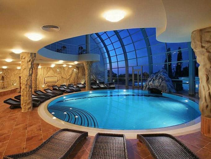 设计别墅地下游泳池
