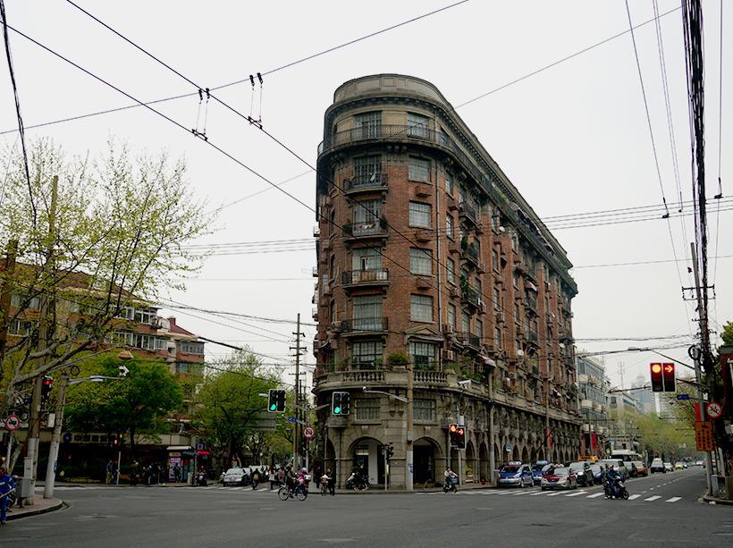 上海这座城市,就犹如硬币般双面娇娃