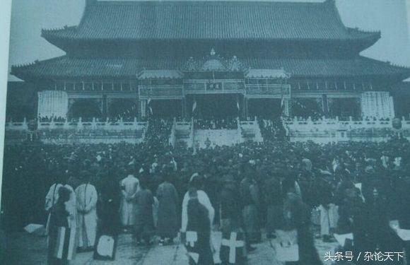 """中华民国政府为隆裕太后举行了隆重的""""国民哀悼会"""",图为哀悼会现"""