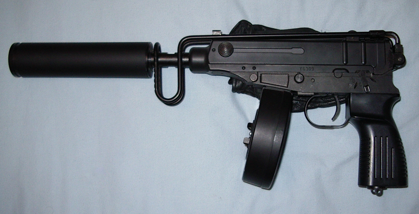 �7��|�N<�^}�M_十,vz. 61蝎式冲锋枪,1961年型冲锋枪,是一款由捷克斯洛伐克制造的7.