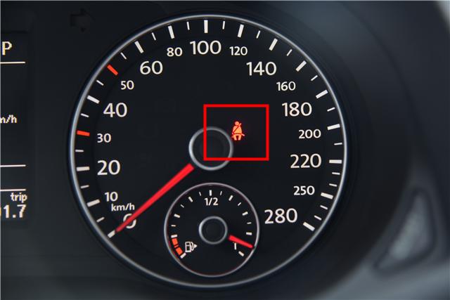 汽车仪表盘上显示绿色信号灯CEO是什么意思高清图片