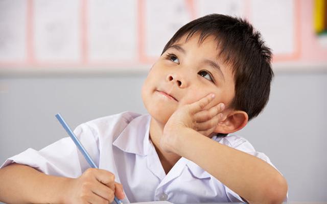 如何正确的陪孩子写作业 家长们都看看图片