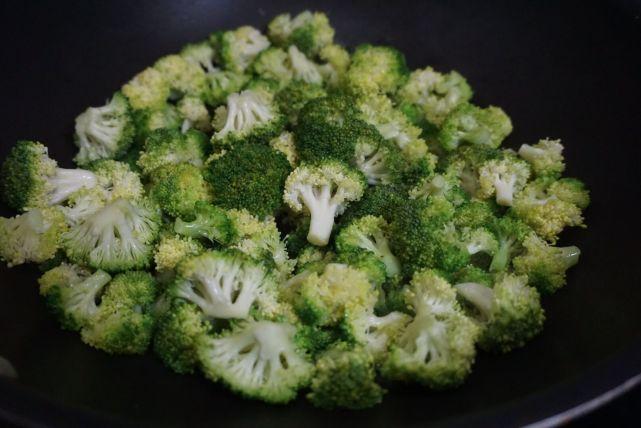 西蓝花奶油浓汤:高逼格西餐厅最受欢迎的开胃菜