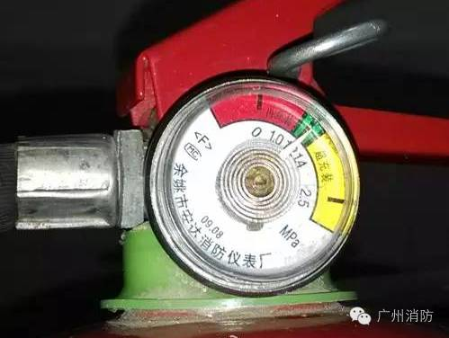 如何辨别手提式干粉灭火器的真伪 如何使用灭火器