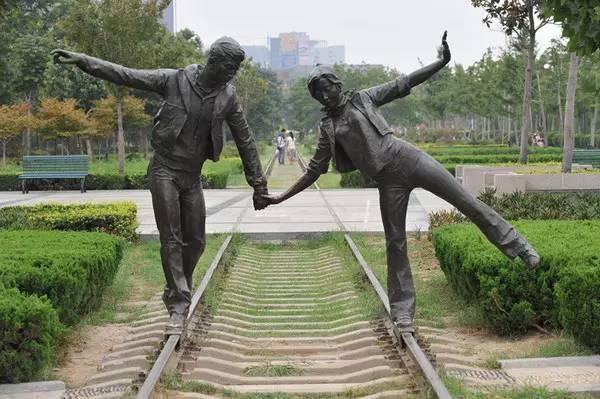 郑州街头这些雕塑,你叫得出名字的有几个?