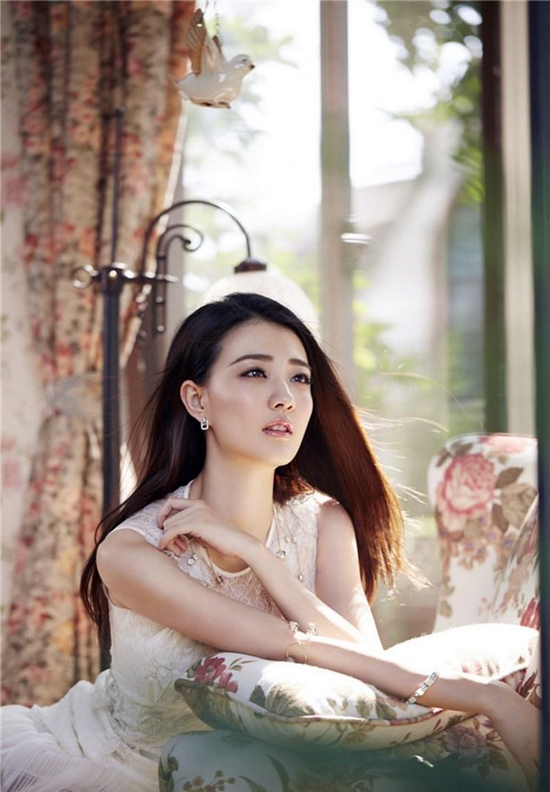 美女徐璐清纯可爱迷人气质写真