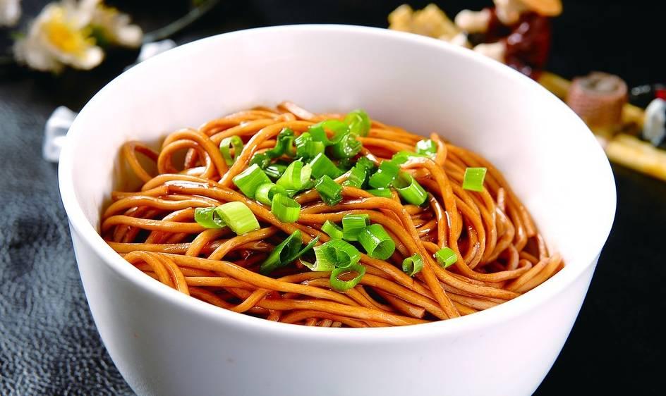 最简单的面_彩色果蔬面条的图片
