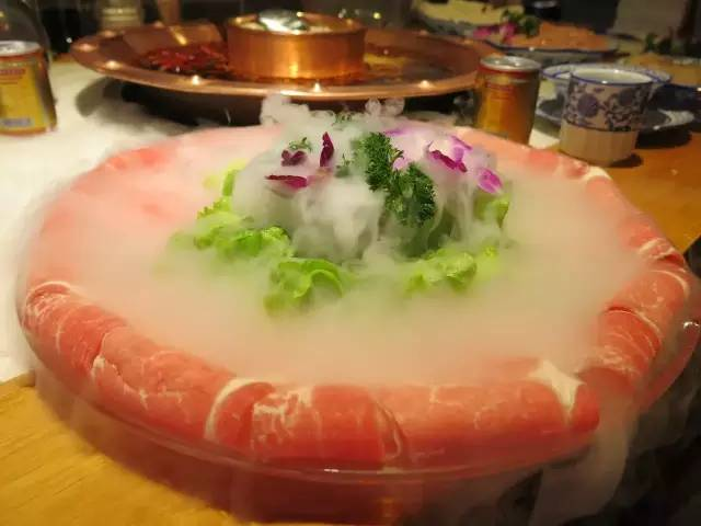 美食 正文  放锅里稍微烫卷就可以吃,拿来火锅头菜再合适不过.