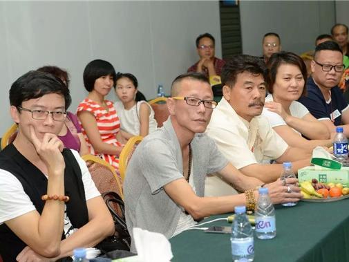 中央音乐学院教授李小兵,广东省音乐家协会电声吉它艺术委员会会长