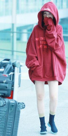 李沁机场素颜照